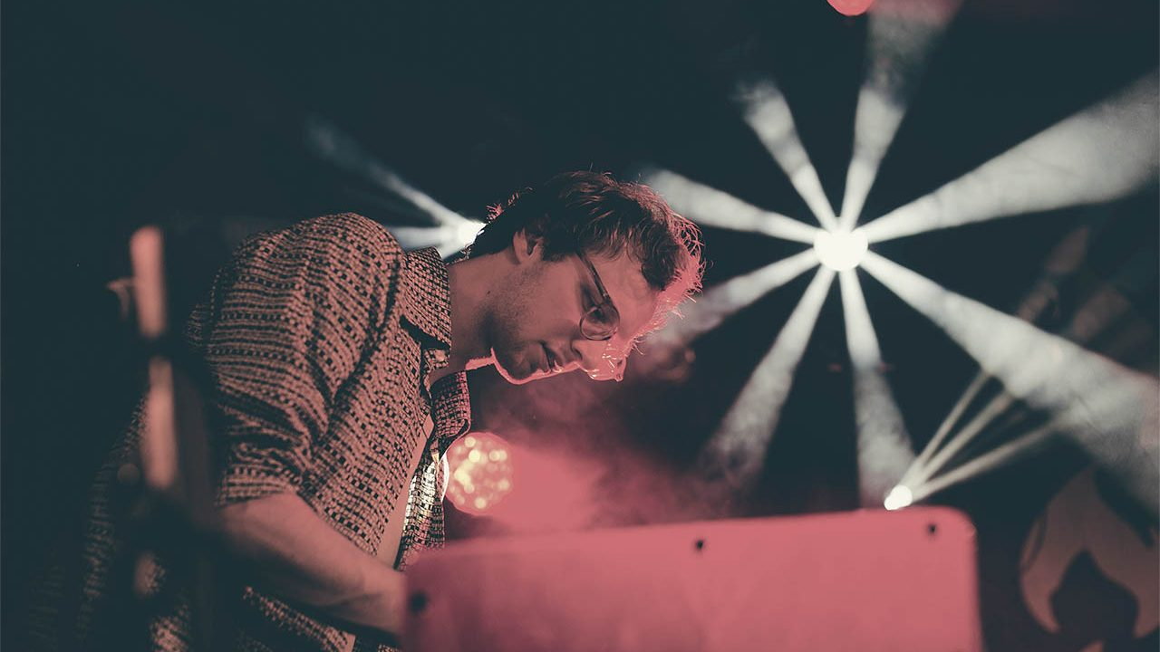 Carsten Hackler am Keyboard